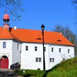 Zchátralý zámek Vartenberk ve Stráži pod Ralskem se vrací do krásy. I díky penězům z kraje